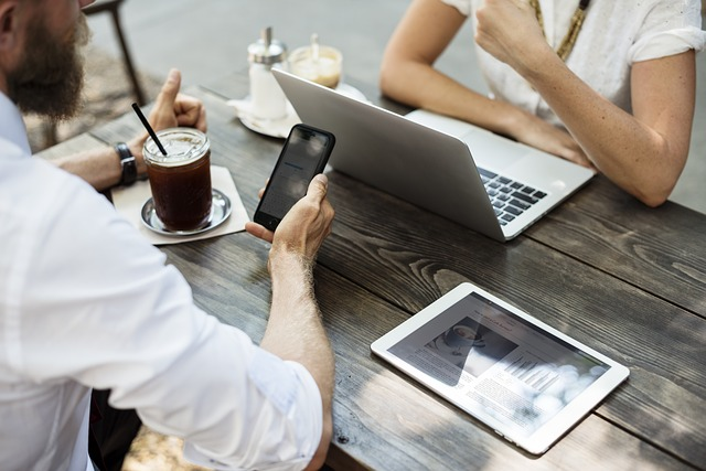 Jak dorobić się, pracując w internecie?