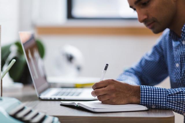 Jak wybrać idealne i darmowe konto w banku?